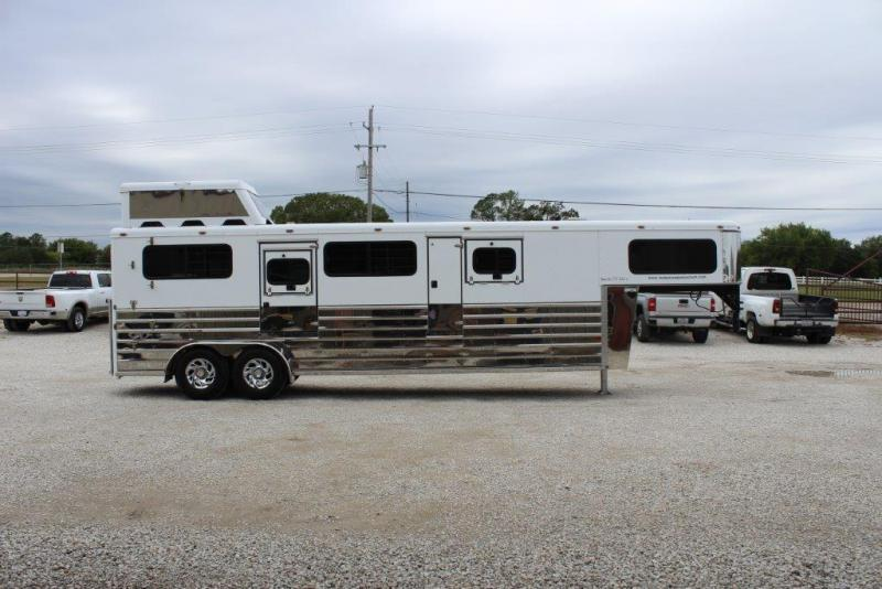 2005 Sundowner 2 horse In-Line Gooseneck Trailer in Ashburn, VA