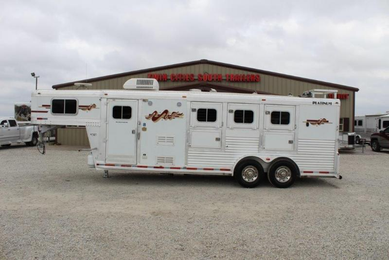 2006 Platinum 3 horse with 7' Living Quarter