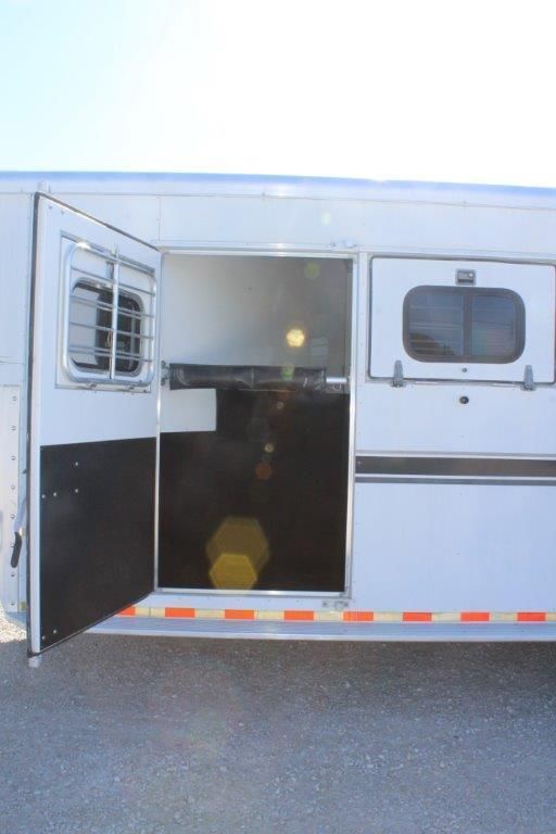 2000 Sundowner Trailers dressing room Horse Trailer