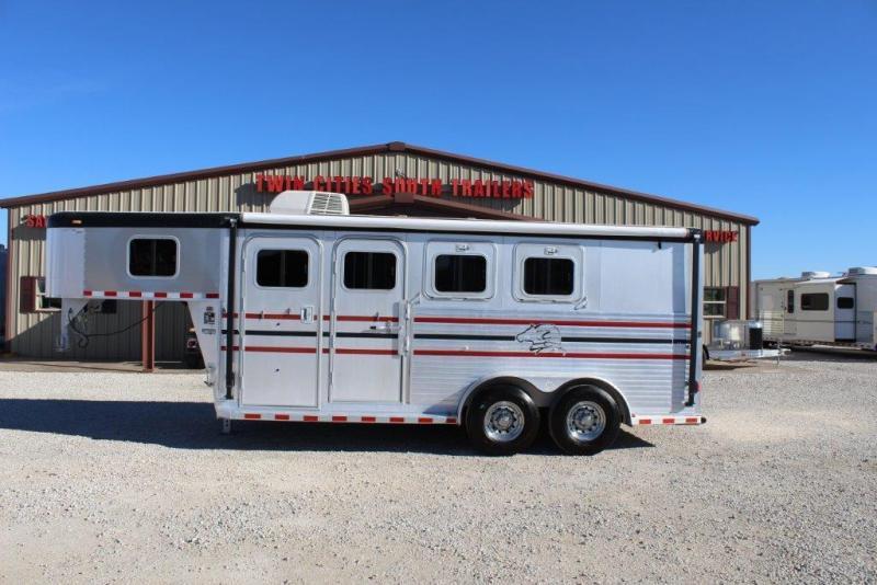 2004 Sooner 3 horse Weekender