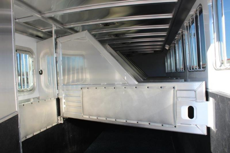 2019 Featherlite 6 horse with dressing room and midtack