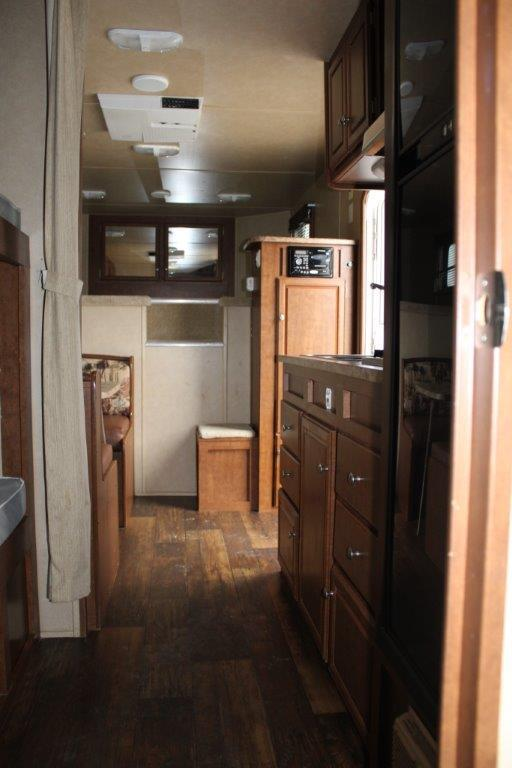 2012 Bison 4 horse with 14' LQ w/ Bunkbeds