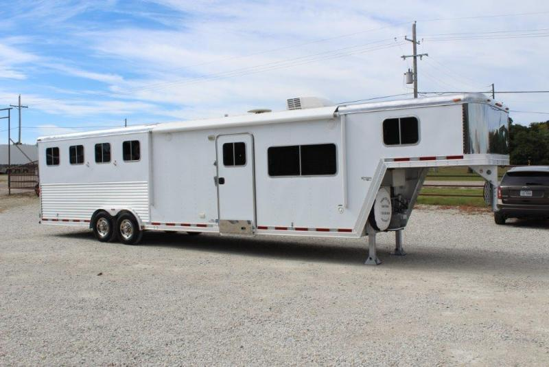 2007 Featherlite 4 horse with 13' LQ