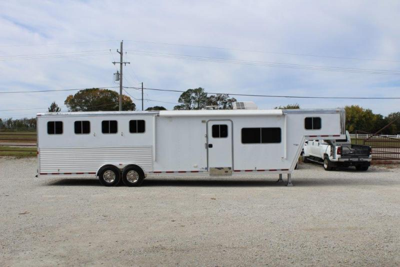 2007 Featherlite 4 horse with 13' LQ in Ashburn, VA