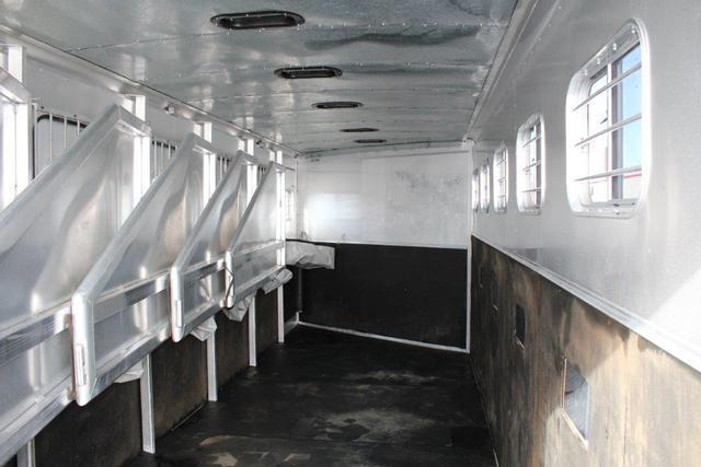 2002 Exiss 6 horse slant gooseneck with dressing room