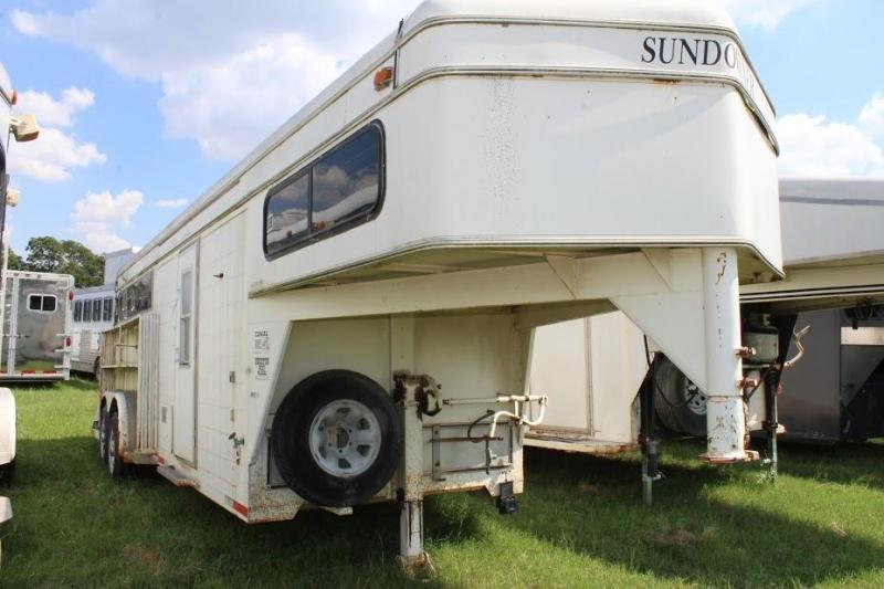 1990 Sundowner 3 horse slant weekender