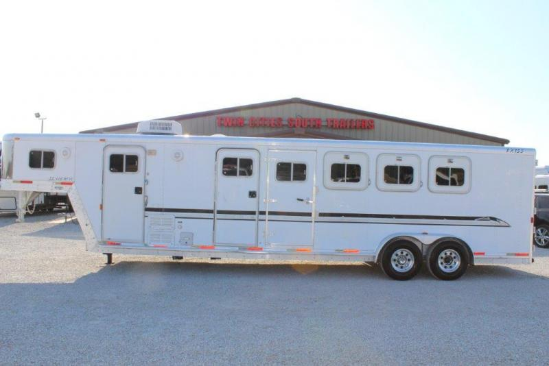 2001 Exiss Trailers SS/406 MT Horse Trailer in Ashburn, VA