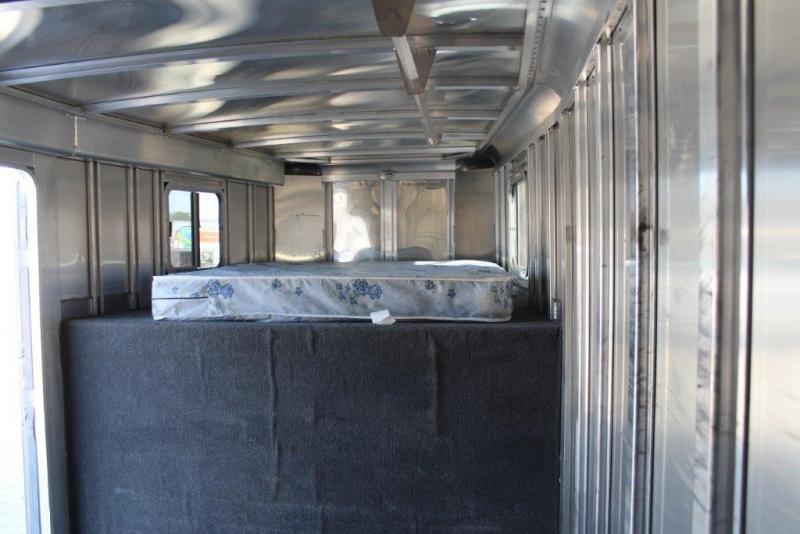 2006 Featherlite 6 dressing room Horse Trailer