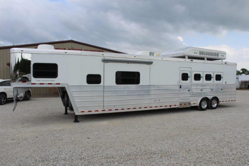 2007 Bloomer 4 horse Living Quarter Horse Trailer
