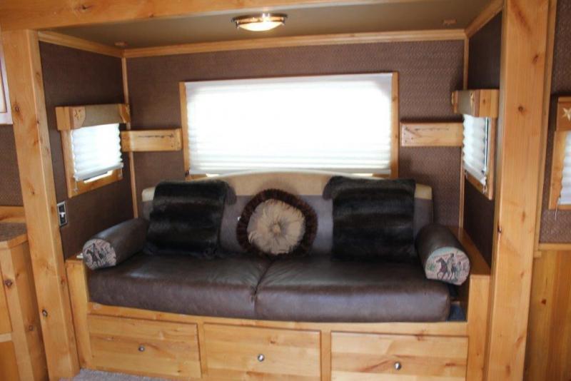 2007 Bloomer 4 horse Living Quarter Horse Trailer