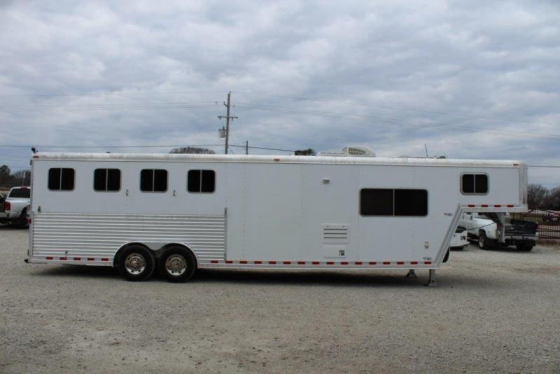 2005 Featherlite 12 LQ Horse Trailer in Ashburn, VA