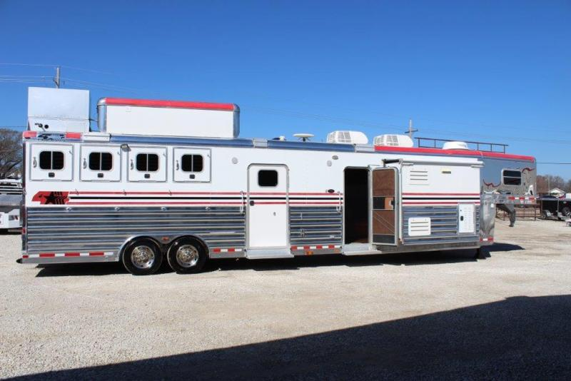 2006 4-Star 4 horse with 20' LQ with 2 Slide Outs