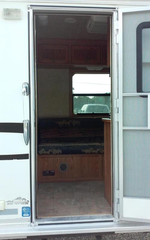 """2006 Cherokee 3 horse with 8'6"""" Living Quarter"""
