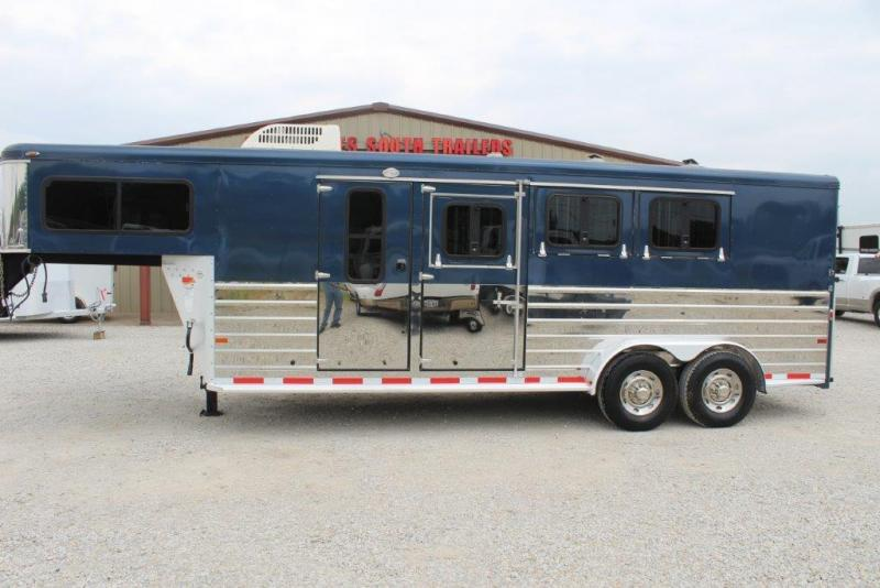 2006 Sundowner Trailers custom Horse Trailer