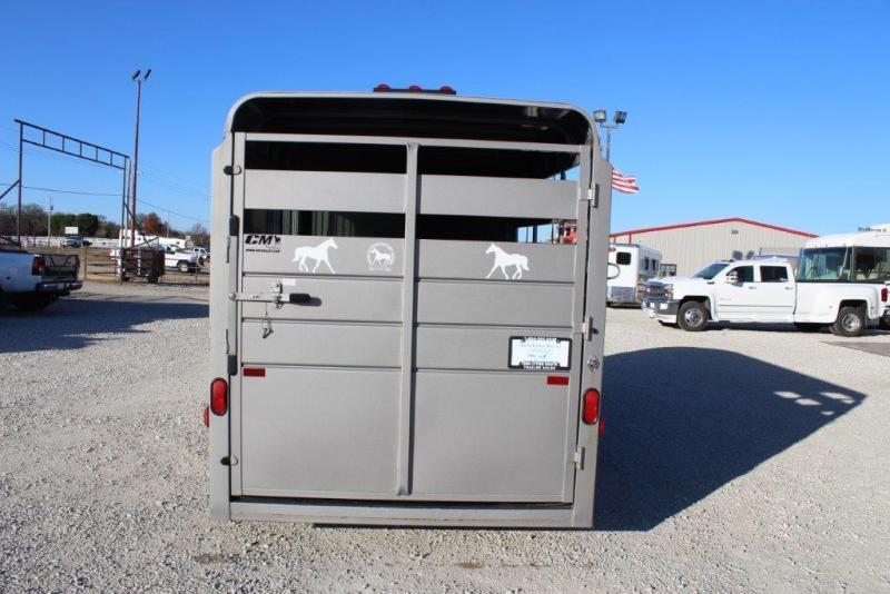 2015 CM 3 horse slant bumper pull