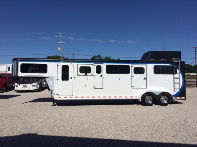 2005 Sundowner 2 horse In-Line Trailer