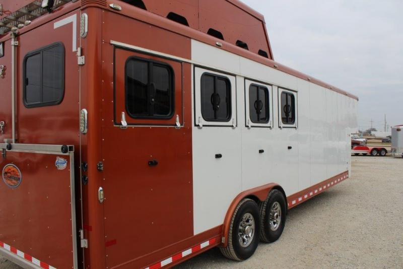 2013 Sundowner 4 horse Mid Tack & Dressing Room Gooseneck