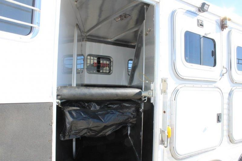 2003 Exiss Trailers 14 living Quarter Horse Trailer