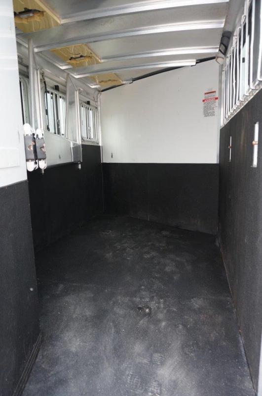 2011 Sundowner 3 horse slant gooseneck
