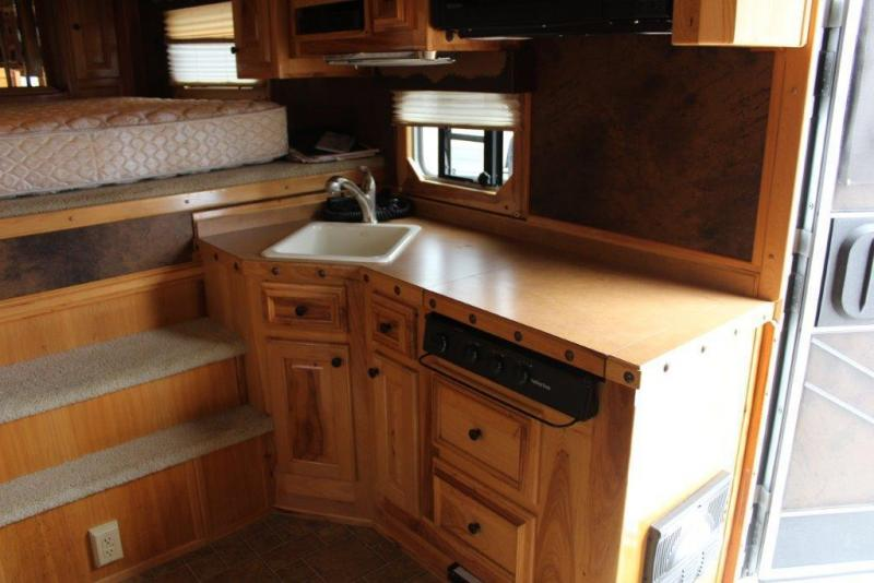 2007 Elite 4 horse with 15' LQ with Slide Out