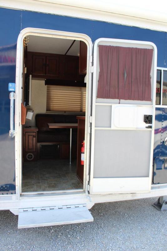 """2004 Featherlite 10'5"""" Living Quarter Horse Trailer"""