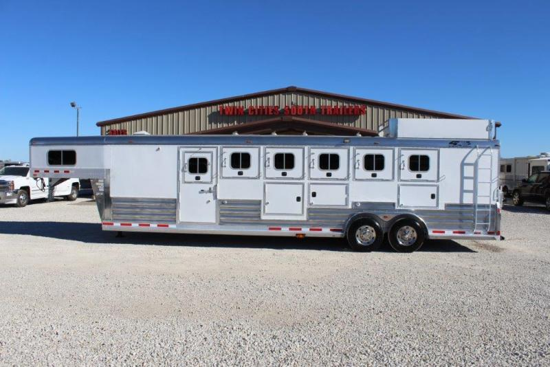 2007 4-Star 6 horse with dressing room and side tack