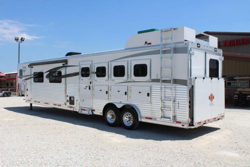 2016 Lakota Big Horn Horse Trailer