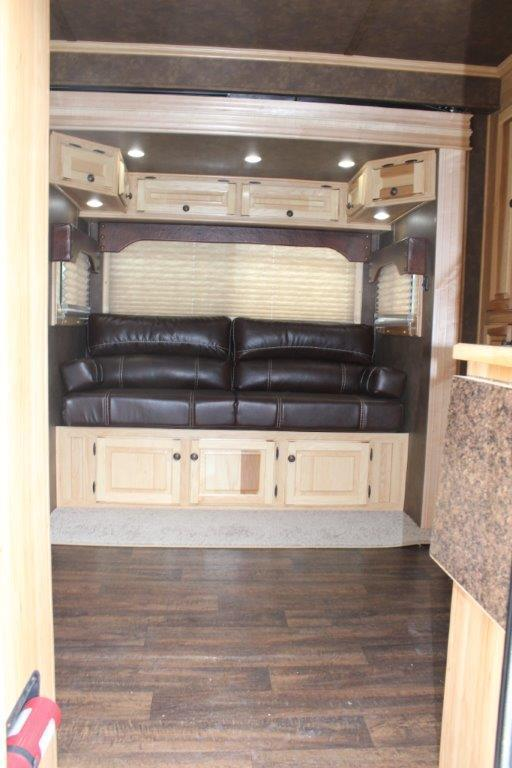 2018 Sundowner 3 horse with 10' LQ