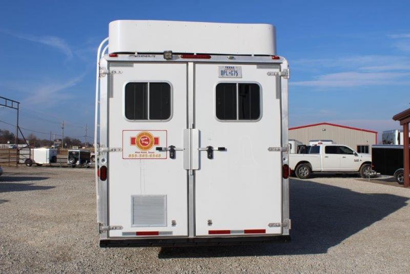 2005 Featherlite 4 horse with 15' Living Quarter
