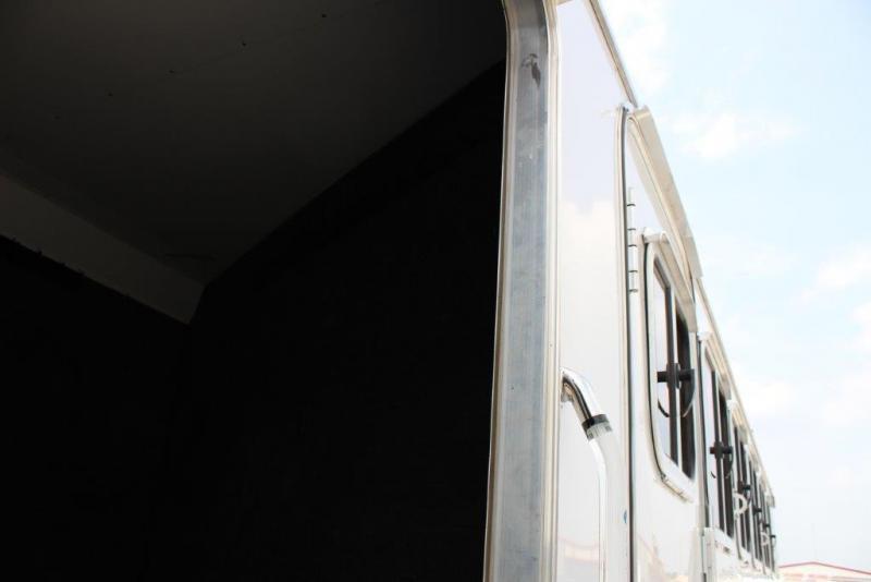 2012 Featherlite 6H Trailer