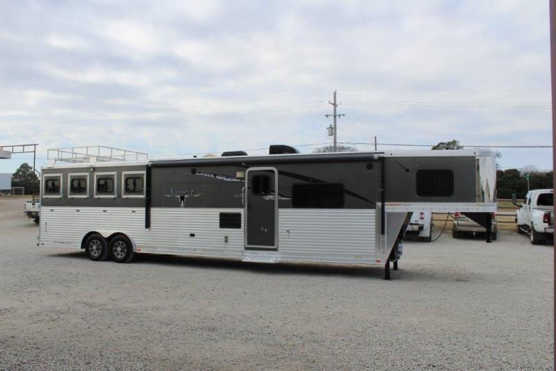 2014 Lakota 4 horse with 14' Living Quarter with Slide Out