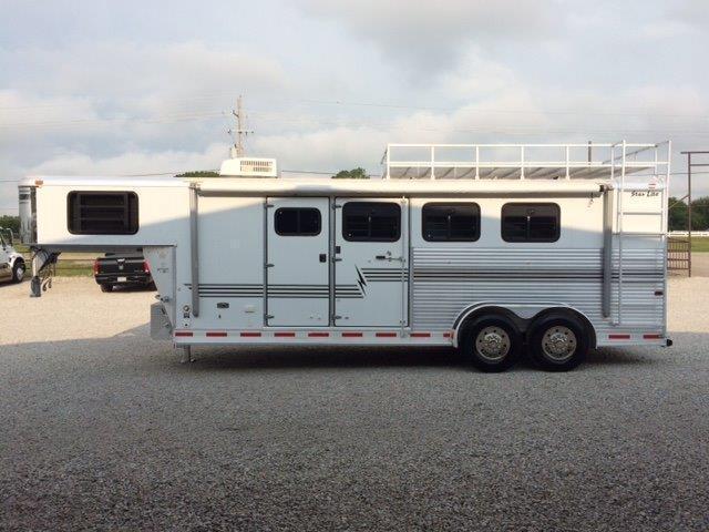 2002 Starlite 3 horse slant w/Weekender in Ashburn, VA