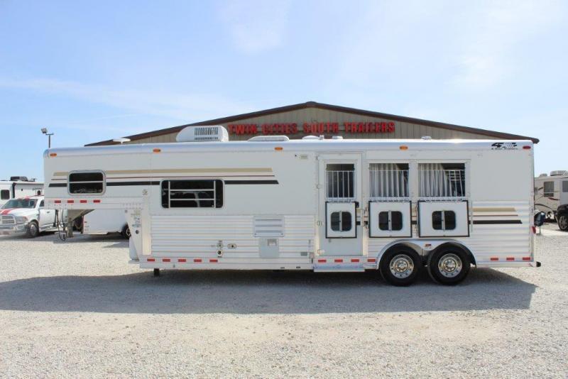 2005 4-Star 3 horse with 10' Living Quarter
