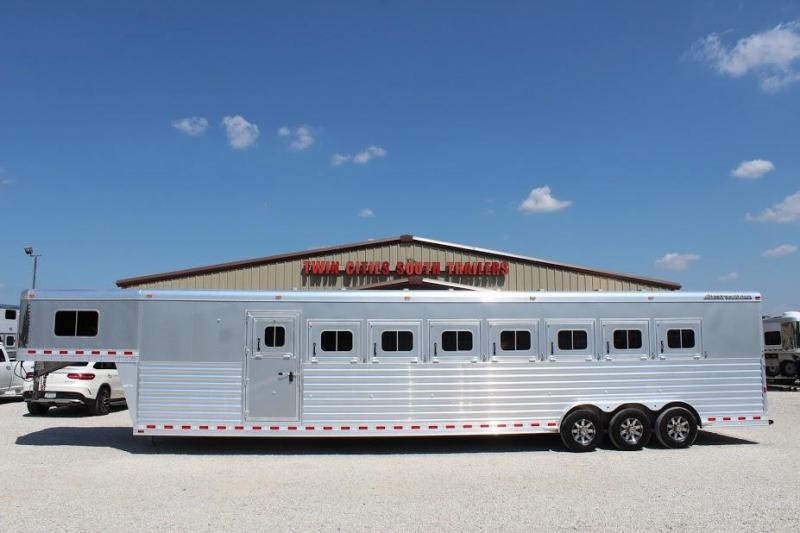 2018 Elite Trailers Large dressing room Horse Trailer