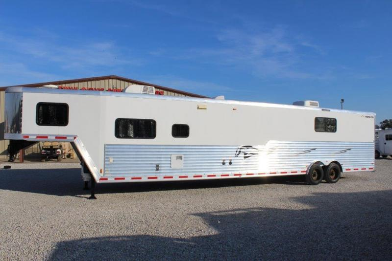 2011 Merhow  Toy Hauler in Ashburn, VA