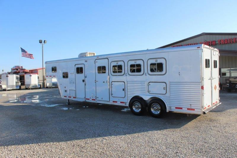 2000 Featherlite 4 horse with 10' Living Quarter in Ashburn, VA