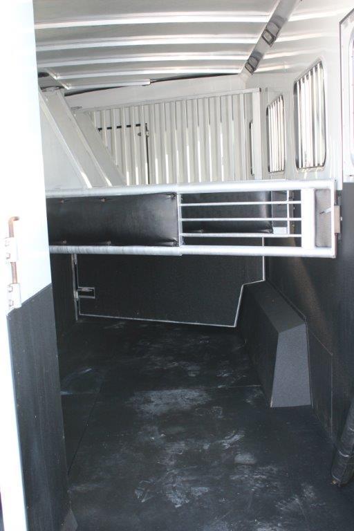 2006 Sundowner 4 horse with 12' Living Quarter