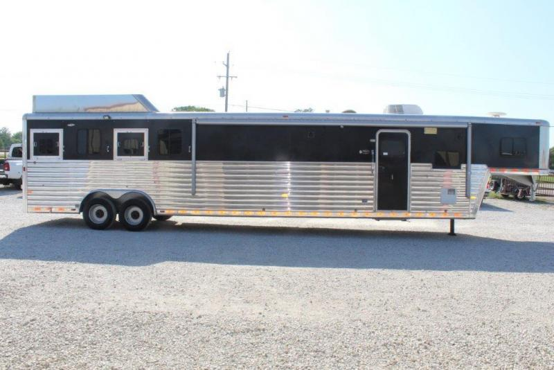 2006 Hart 4 horse with 13' Living Quarter and Midtack