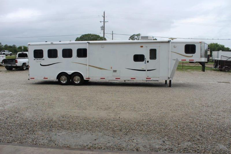 2008 Bison 4 horse with 12' LQ with Slide Out