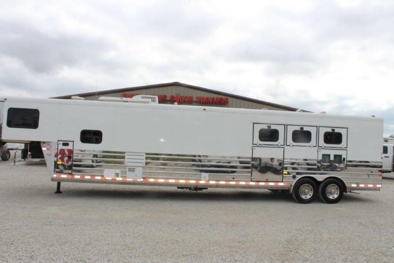 2004 Sundowner 3 horse with 16' LQ with mid tack
