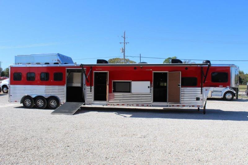 2014 Sundowner 4 horse with 22' Living Quarter