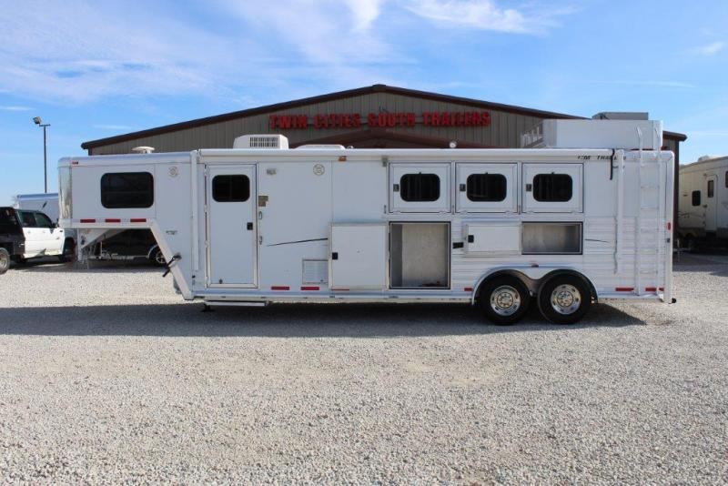 2003 CM 3 horse with 10' Living Quarter