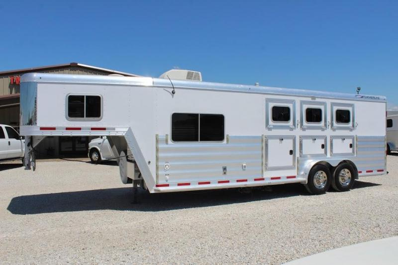 2015 Featherlite 8541 Horse Trailer