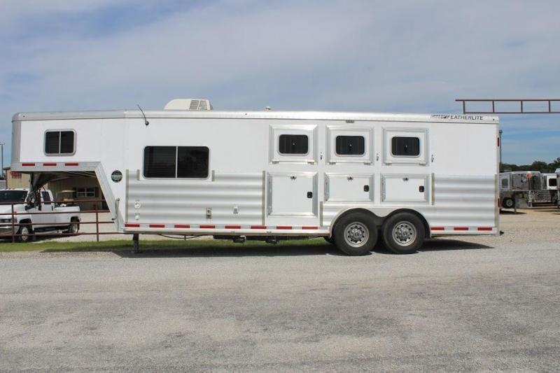 2015 Featherlite 8541 Horse Trailer
