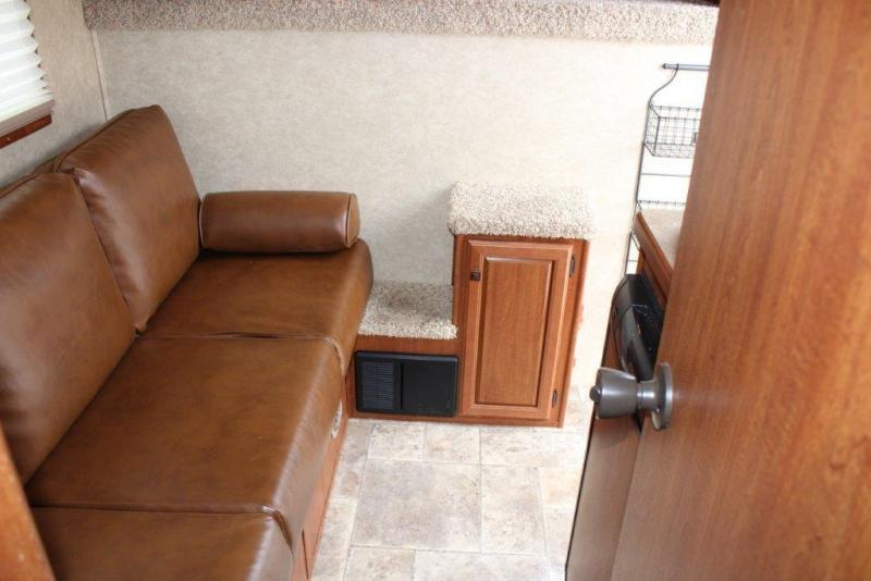 2011 Sundowner 3 horse with 6' Living Quarter