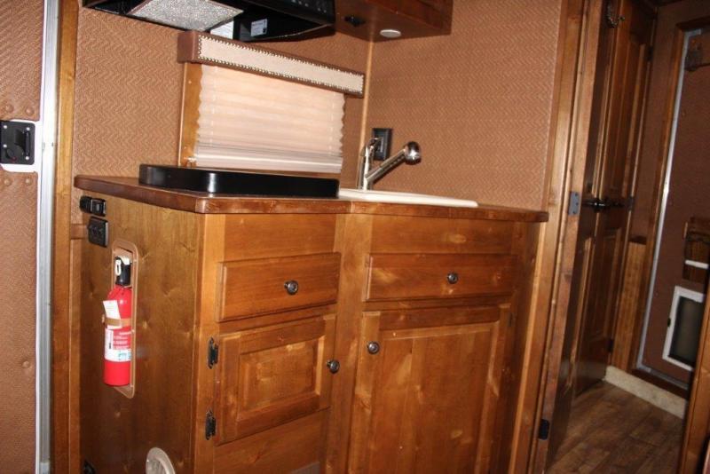 2012 Sundowner 3 horse with 10 ' Living Quarter