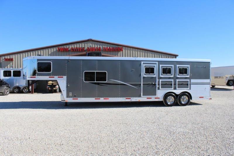 2013 Lakota 3 horse with 13' Living Quarter