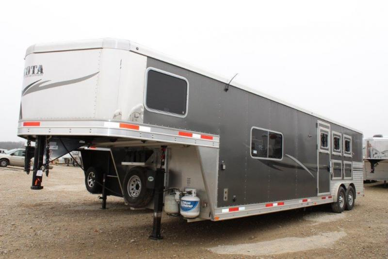 2013 Lakota 3 horse with 13' Living Quarter