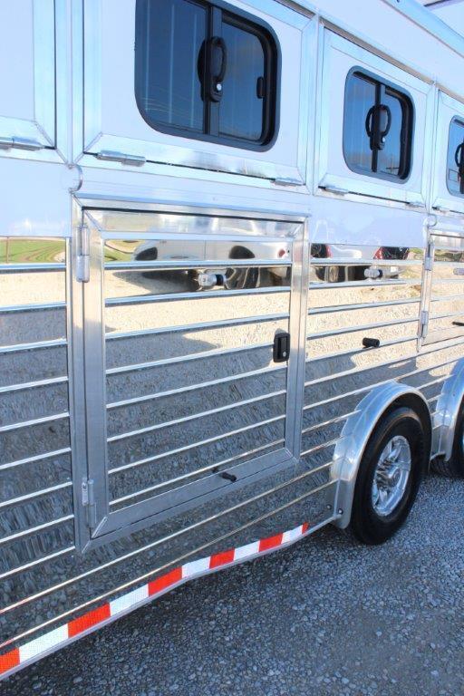 2019 Sundowner 7 horse slant gooseneck