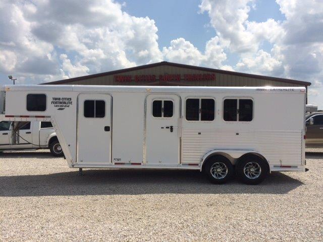 2006 Featherlite 3 horse with 6' short wall dressing room
